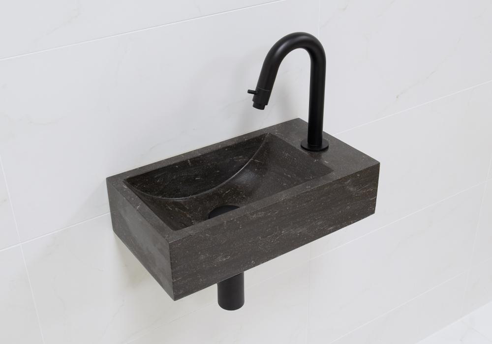 Lambini Designs Recto rechts natuursteen fonteinset met zwarte gebogen fonteinkraan en toebehoren