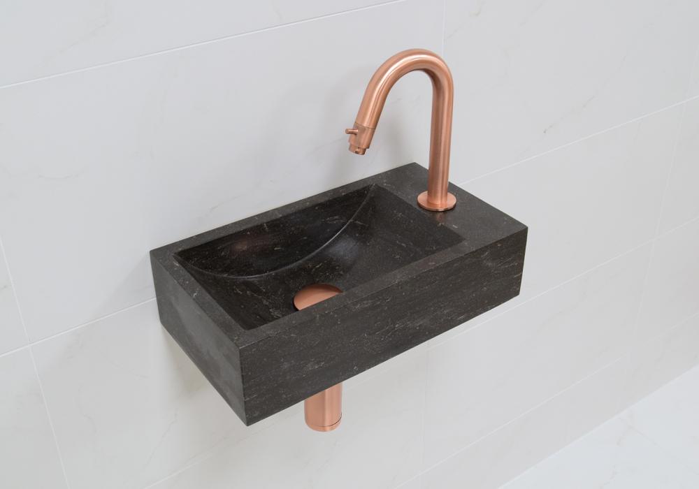 Lambini Designs Recto rechts natuursteen fonteinset met koperen gebogen fonteinkraan en toebehoren