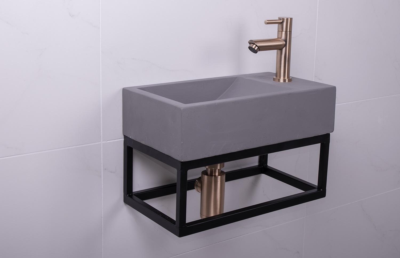 Lambini Designs Steel fontein set beton met kopere kraan rechts