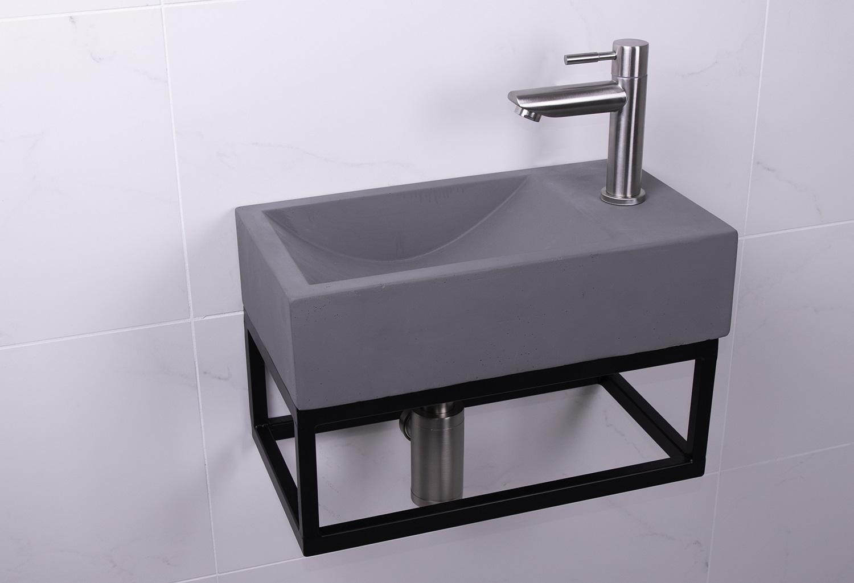 Lambini Designs Steel fontein set beton met RVS kraan rechts
