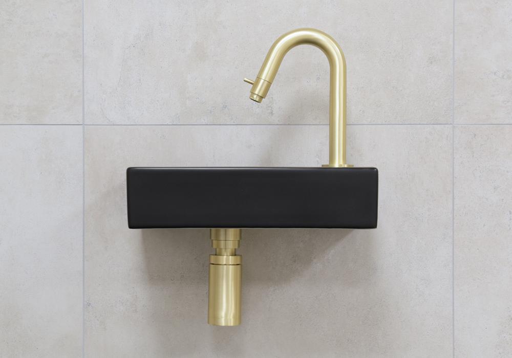 Mueller Mini Rhea zwarte fonteinset met gebogen fonteinkraan rechts in de kleur goud