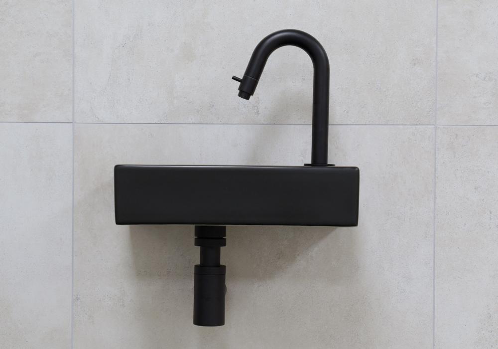 Mueller Mini Rhea zwarte fonteinset met gebogen fonteinkraan rechts in de kleur zwart