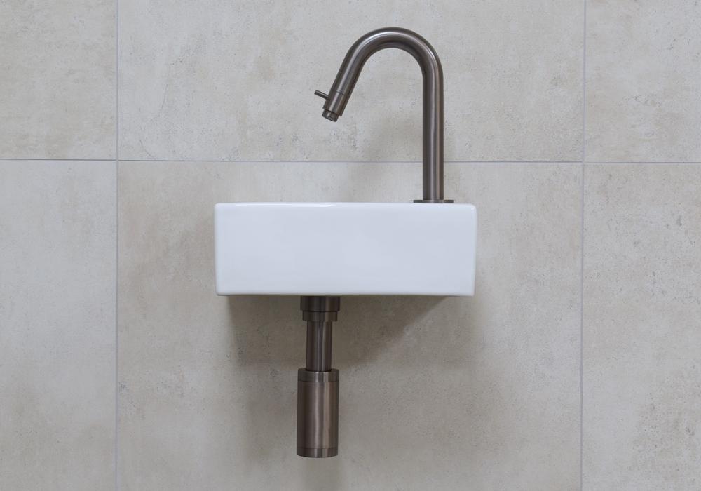 Mueller Rhea XXS fonteinset glans wit met oud ijzerkleurige gebogen fonteinkraan rechts