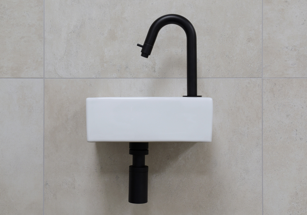 Productafbeelding van Mueller Rhea XXS fonteinset glans wit met zwart gebogen fonteinkraan rechts