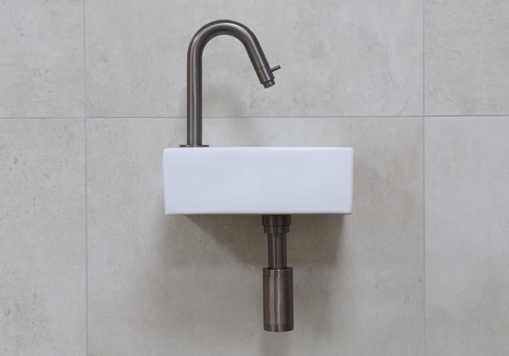 Mueller Rhea XXS fonteinset glans wit met oud ijzerkleurige gebogen fonteinkraan links