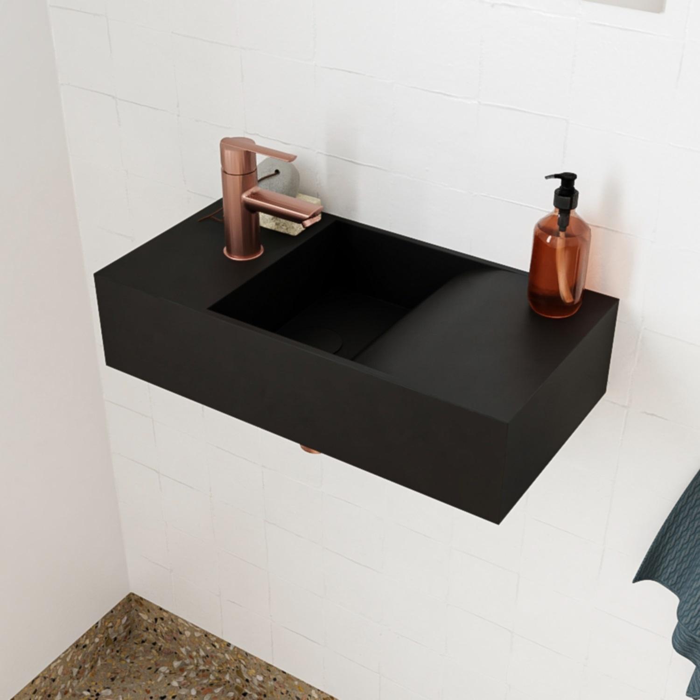 Salenzi Arro fontein mat zwart kraangat links