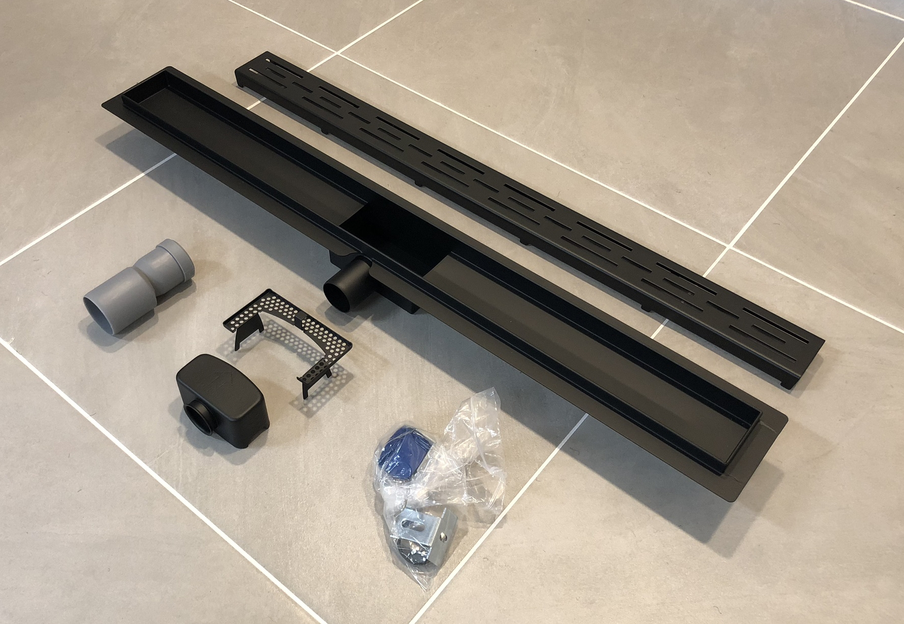 Saniclear Nero complete zwarte douchegoot 90cm met flens RVS!